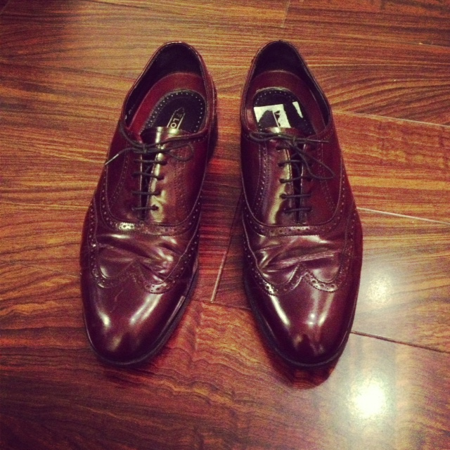 Thrifted wing tip Florsheim shoes, burgundy wing tip shoes, dress shoes, mens dress shoes, thrifted shoes