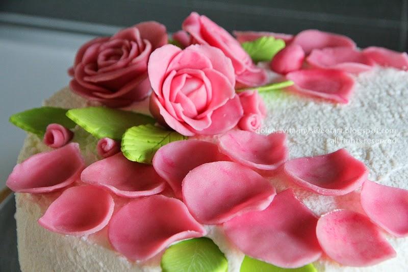 http://dolcelavita-mysweetart.blogspot.it/2014/05/torta-delle-rose.html