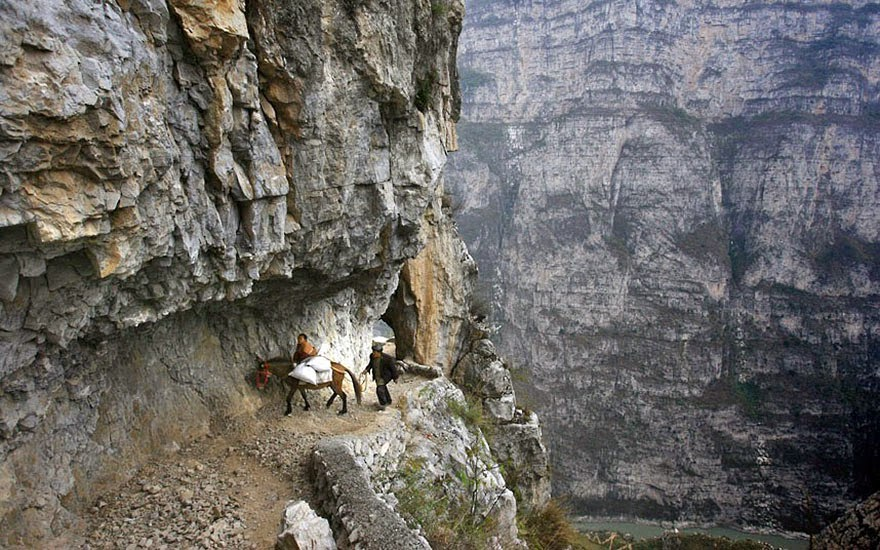 20 Of The Most Dangerous And Unusual Journeys To School In The World - Gula, China