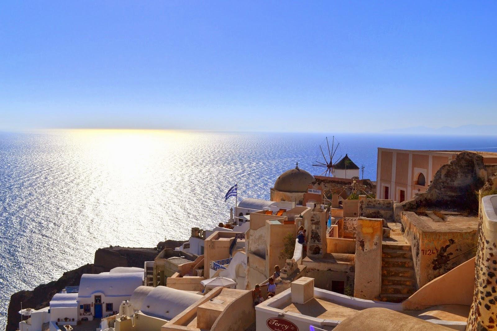 Santorini, Oia, wakacje w Grecji, co warto zwiedzić na Santorinii, niebieskie kościoły na Santorini, Zachód słońca