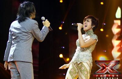 Duet Romantis Novita Dewi dan Alex Rudiart