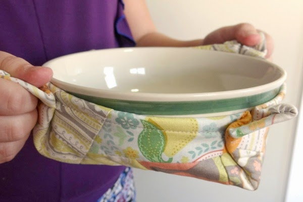 http://www.patchworkposse.com/microwave-bowl-potholder/