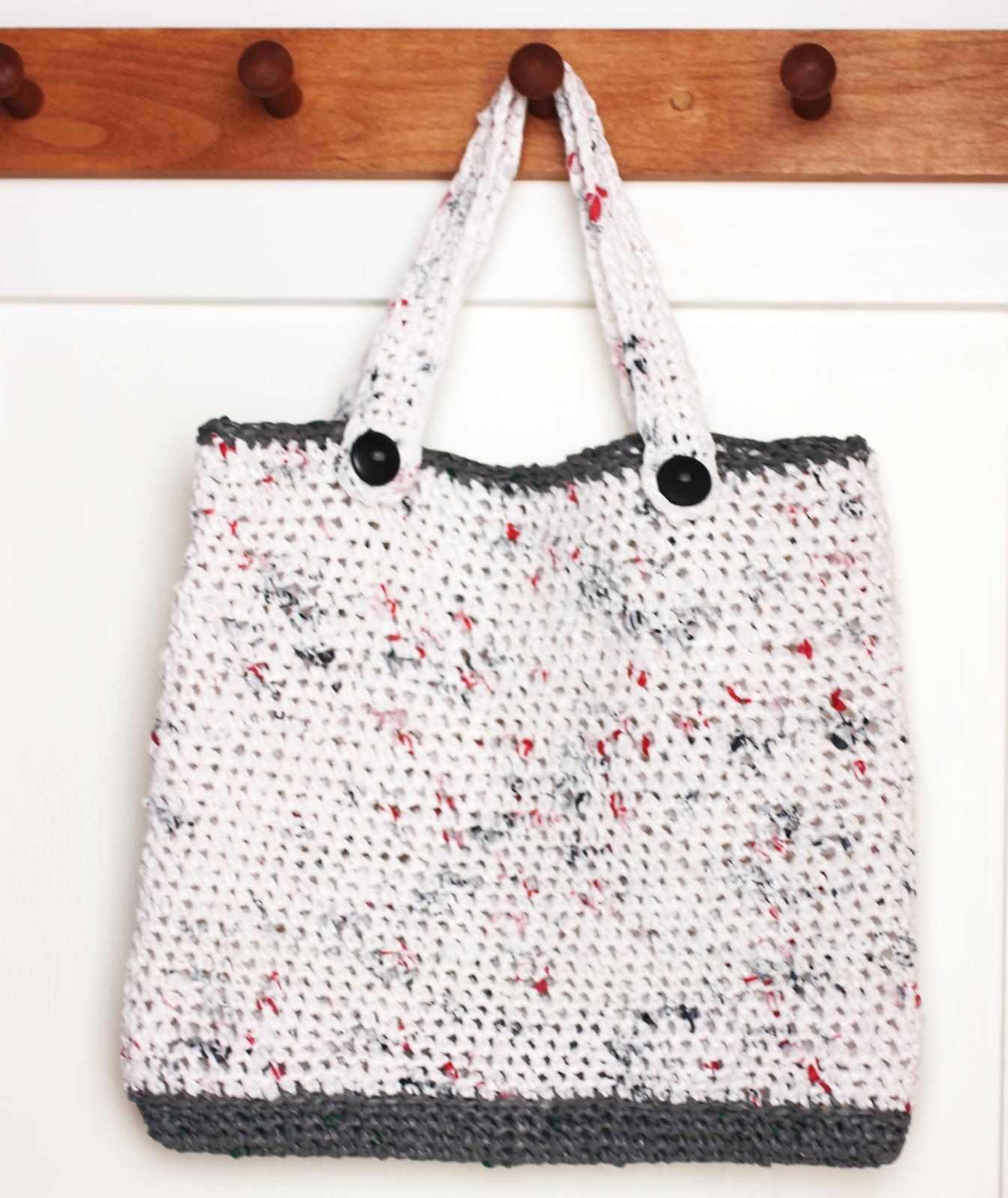Free Crochet Patterns Plarn Bags : Repeat Crafter Me: Plarn Tote Bag
