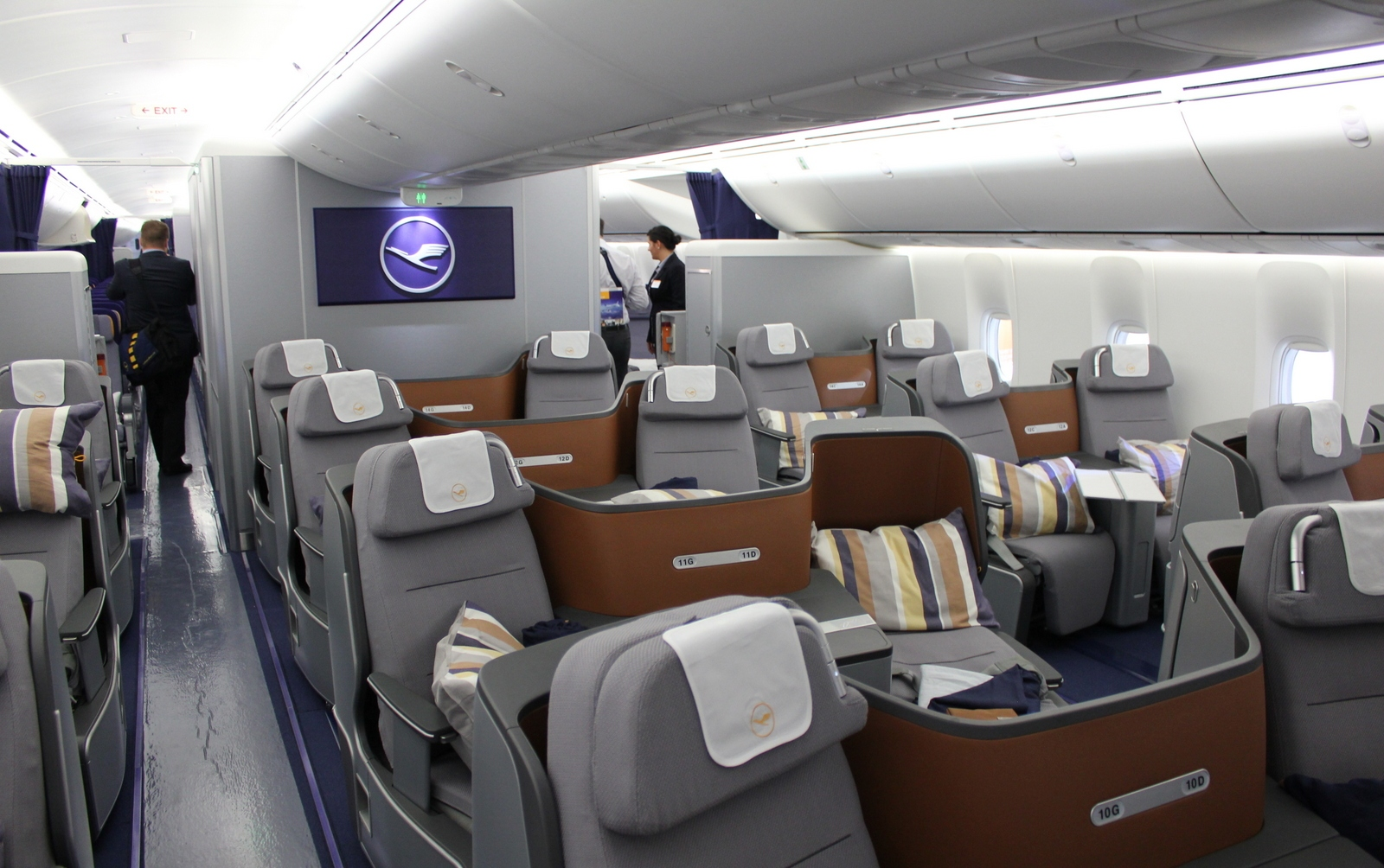 The gallery for british airways 747 interior for Interieur airbus a340 600