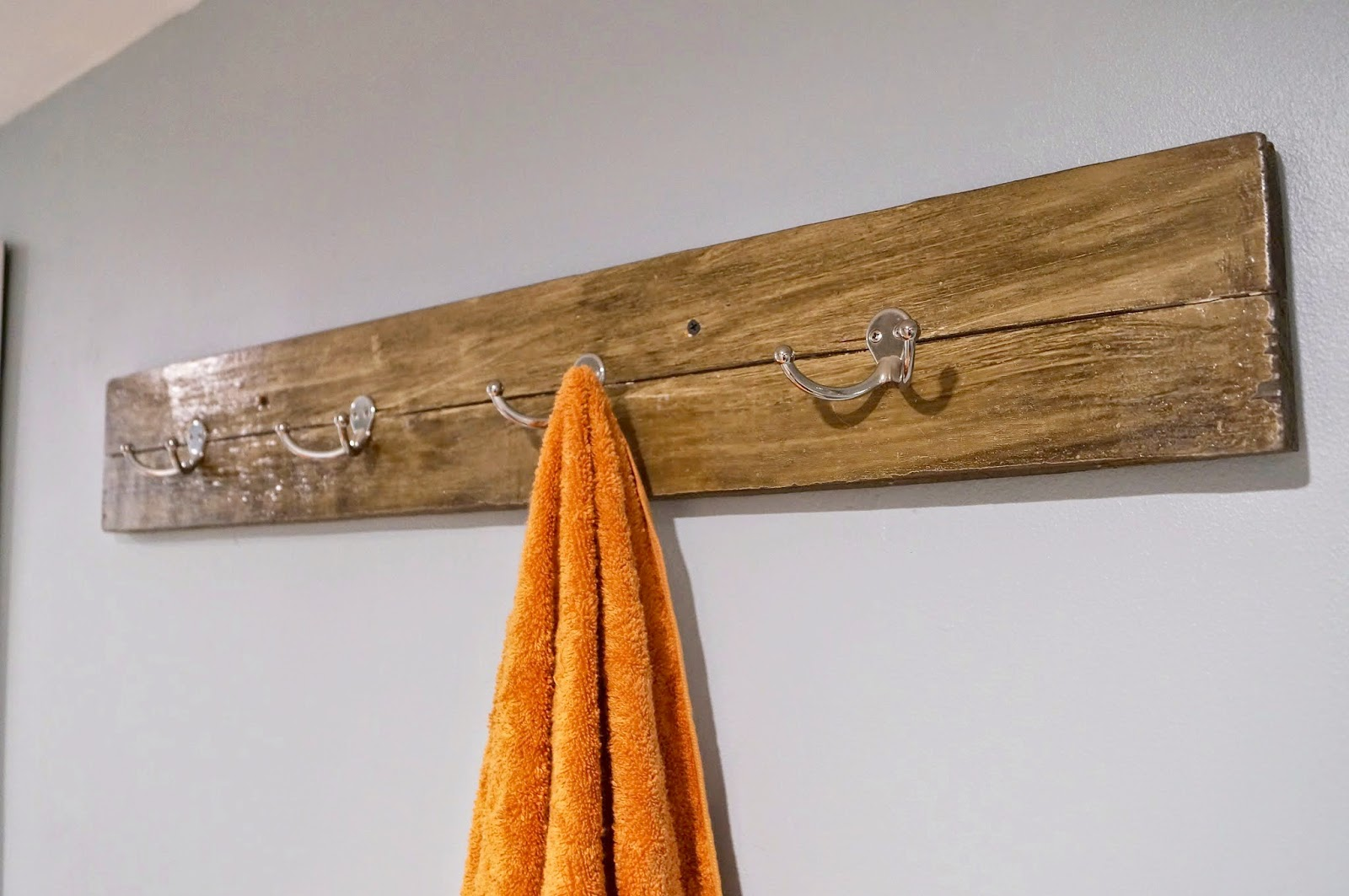 DIY Reclaimed Wood Towel Rack