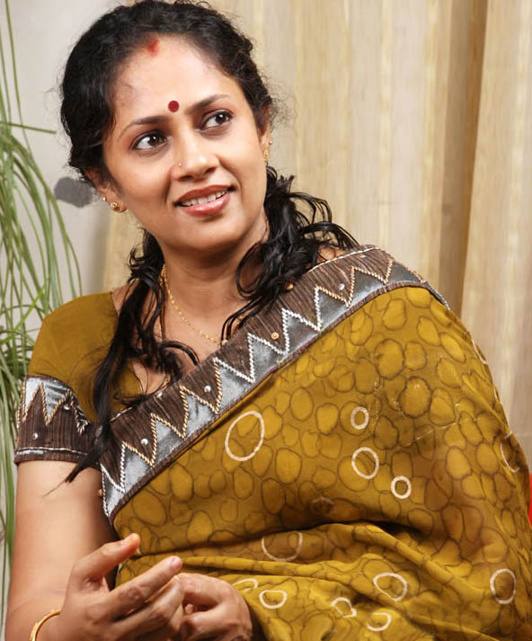 Lakshmi Ramakrishnan South Old Mallu Aunty Latest PicsPhotos wallpapers