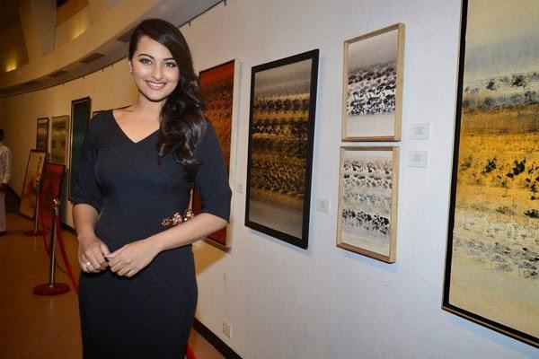 Sonakshi Sinha inaugurates an art exhibition