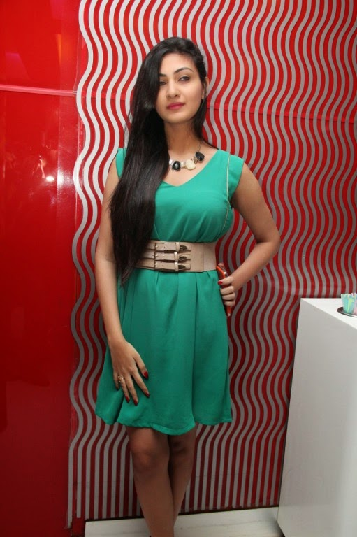 Neelam Upadhyaya at Skeyndor facial at Naturals Lounge Stills
