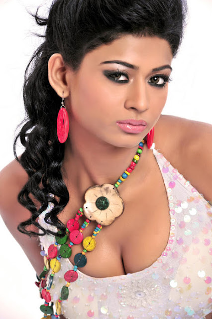 Sanya Srivastava Hot Deep Cleavages Photos