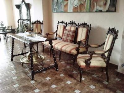 http://2.bp.blogspot.com/-5TtbR1IsbHA/TkkIq7dQGpI/AAAAAAAAApM/vflfA5jrpxI/s1600/Copia+de+restaurar+muebles+Tresillo..JPG