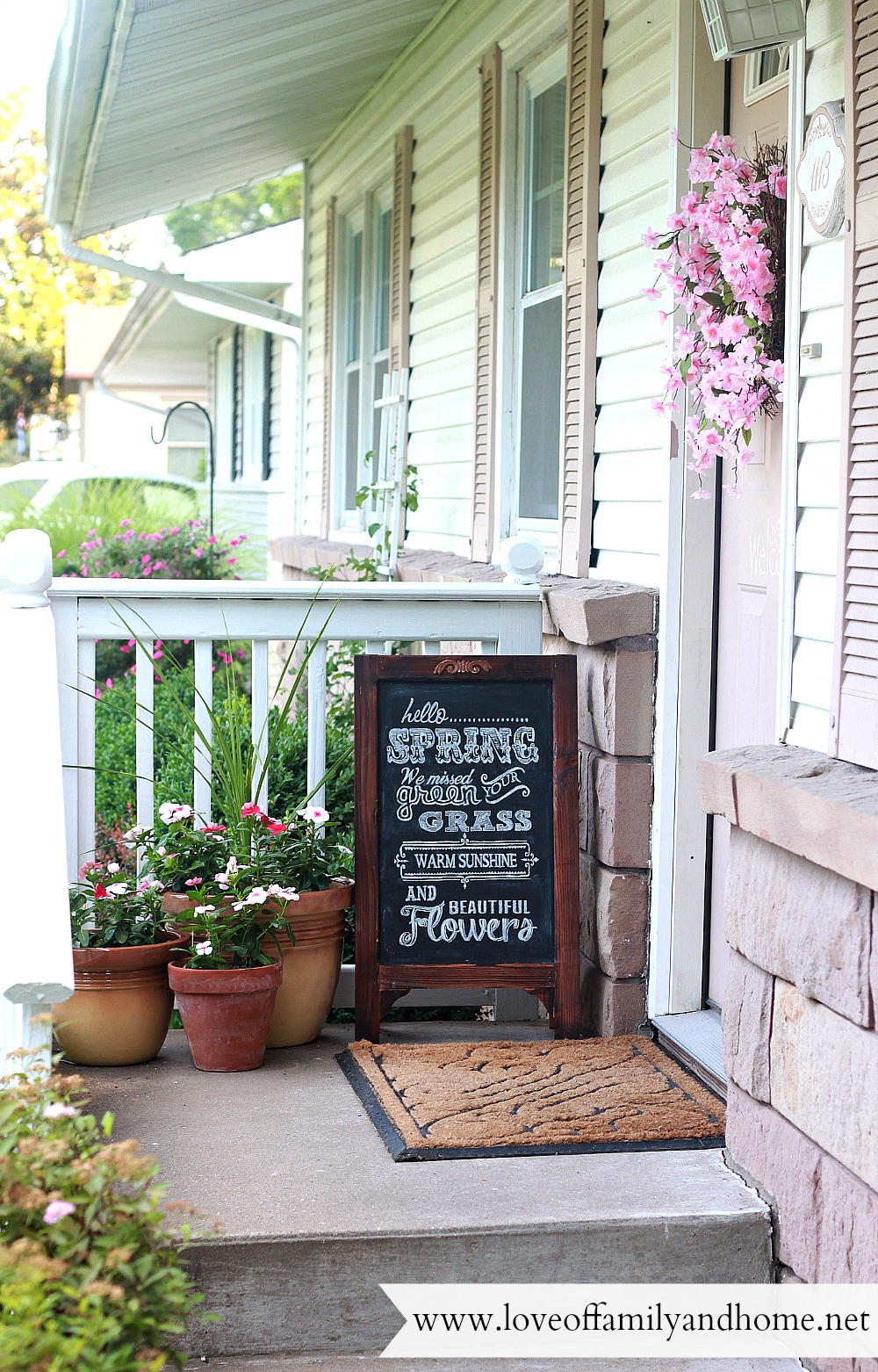 Summer porch makeover chalkboard art love of family home for Tiny front porch decorating ideas