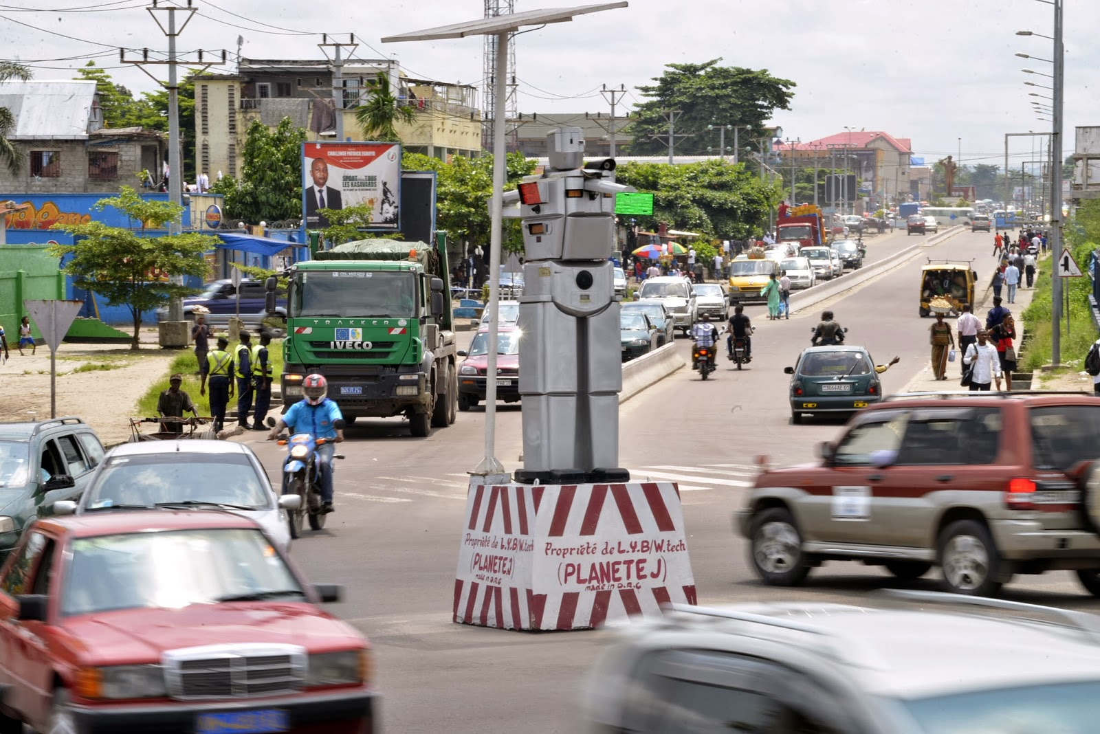 Accident, Capital of Democratic, Congo, Democratic, Human-like Robots, IT, Kinshasa, News, Prototype, Technology, TRAFFIC, Traffic Accident, Traffic Signal,