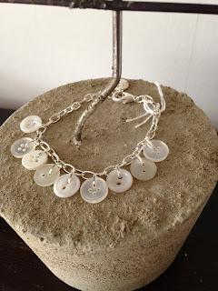 Armband, smycken, knappar, betong