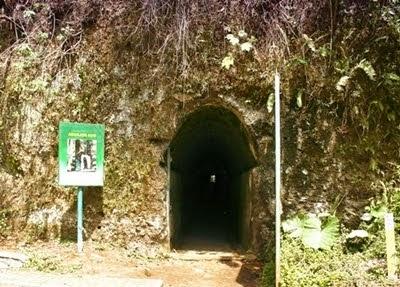 http://vilaistanabungavilage.blogspot.com/2014/11/objek-wisata-dago-pakar-bandung.html