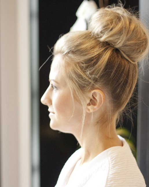 Loose retro summer bun