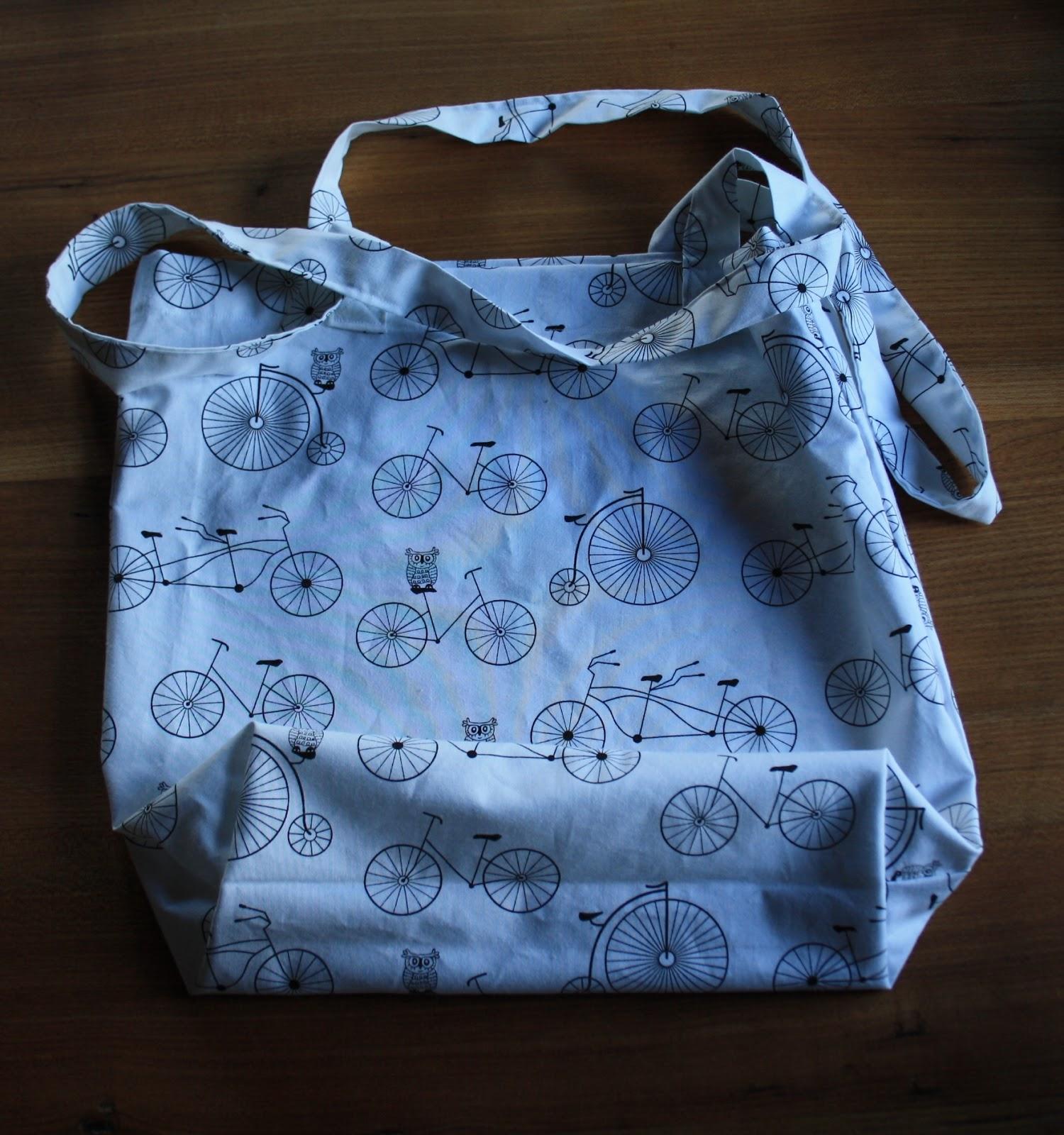58a0ad88a3886 Postaram się opisać i pokazać na zdjęciach jak uszyć prostą torbę na  zakupy. Taka torba to idealna rzecz do nauki szycia w ogóle. Nic się nie  stanie