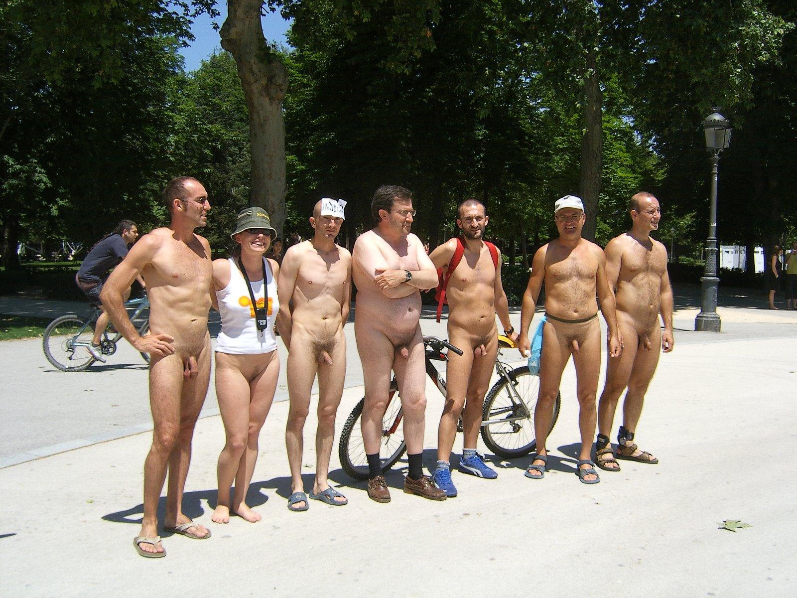 EL DERECHO A DESNUDARSE | nudismo en cordoba: https://nudismoencordoba.wordpress.com/2014/04/06/el-derecho-a-desnudarse/