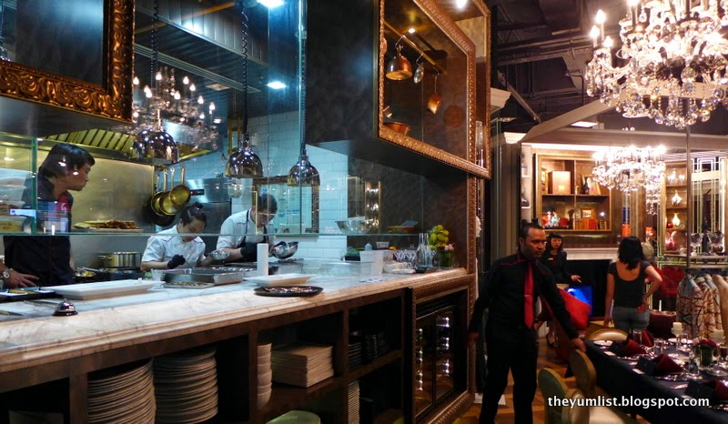 Elegantology Gallery and Restaurant
