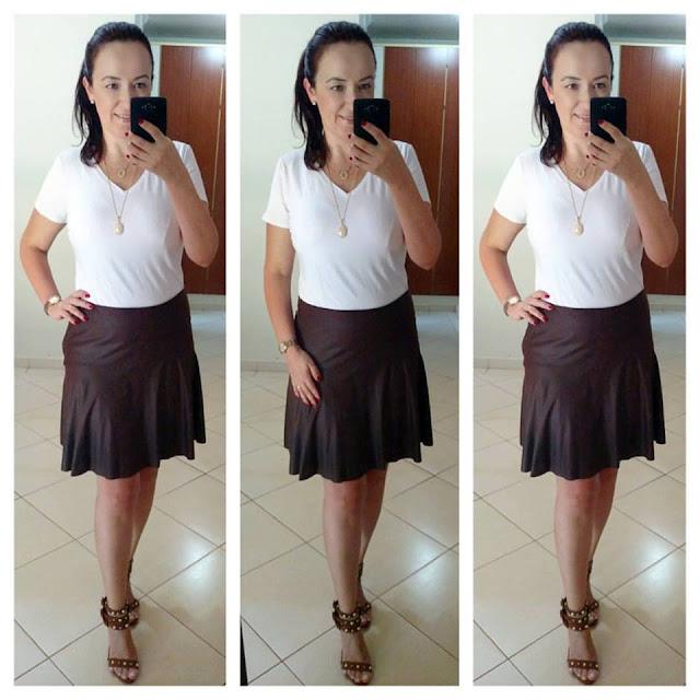blog camila andrade, camila andrade, fashion blogger em ribeirão preto, blogueira de moda em ribeirão preto, sandália carmen steffens, look simples e estiloso, tshirt branca, saia marrom