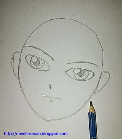 gambar telinga di kiri dan kanan wajah sesuai garis bantu mata dan hidung, lalu hapus garis bantu