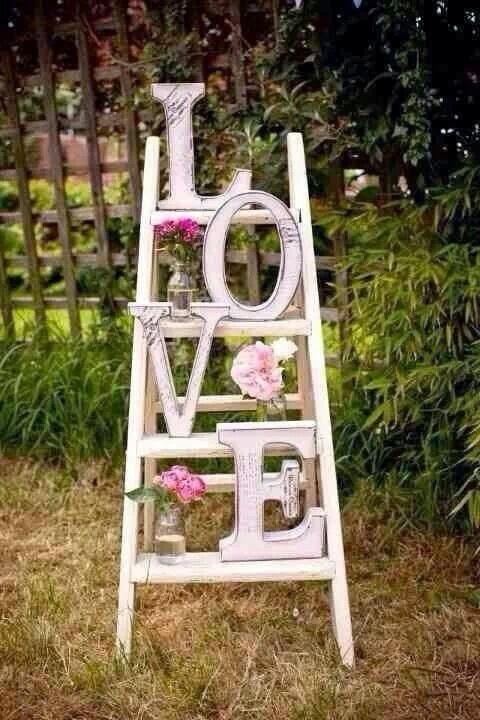 Una escalera con algún mensaje de amor - Foto: www.beautifulbluebrides.com