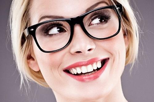 Frasi sugli occhiali da vista e da sole for Moda 2015 occhiali da vista