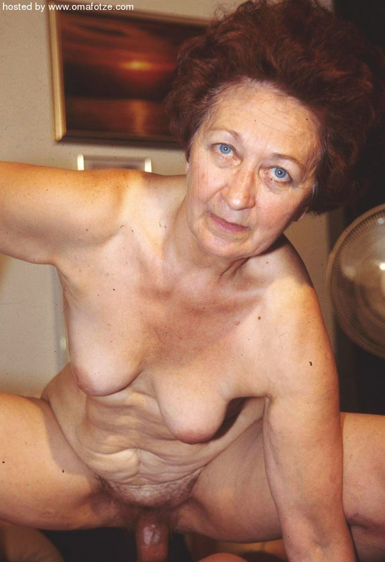 Sexy mature woman nude