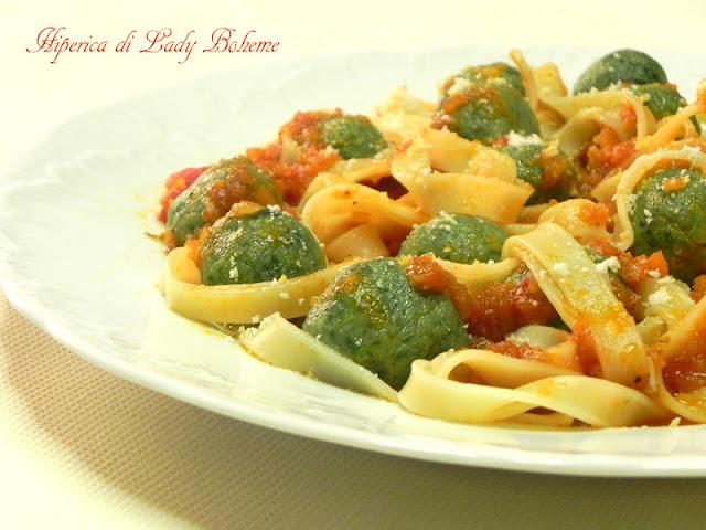 hiperica_lady_boheme_blog_di_cucina_ricette_gustose_facili_veloci_tagliatelle_con_polpettine_di_ricotta_e_spinaci_2