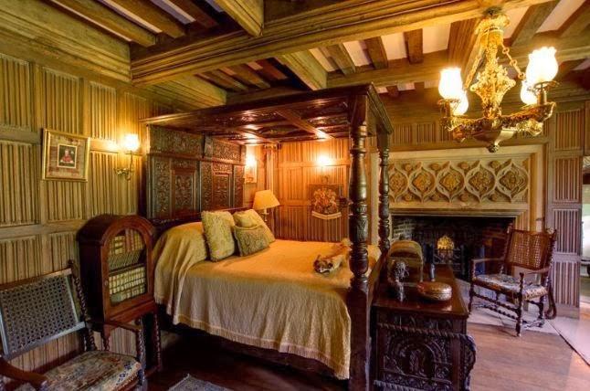 hookedonhouses.net. Many Tudor interiors ...