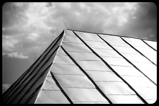 Dach kamienicy w Starym Sączu. fot. Łukasz Cyrus