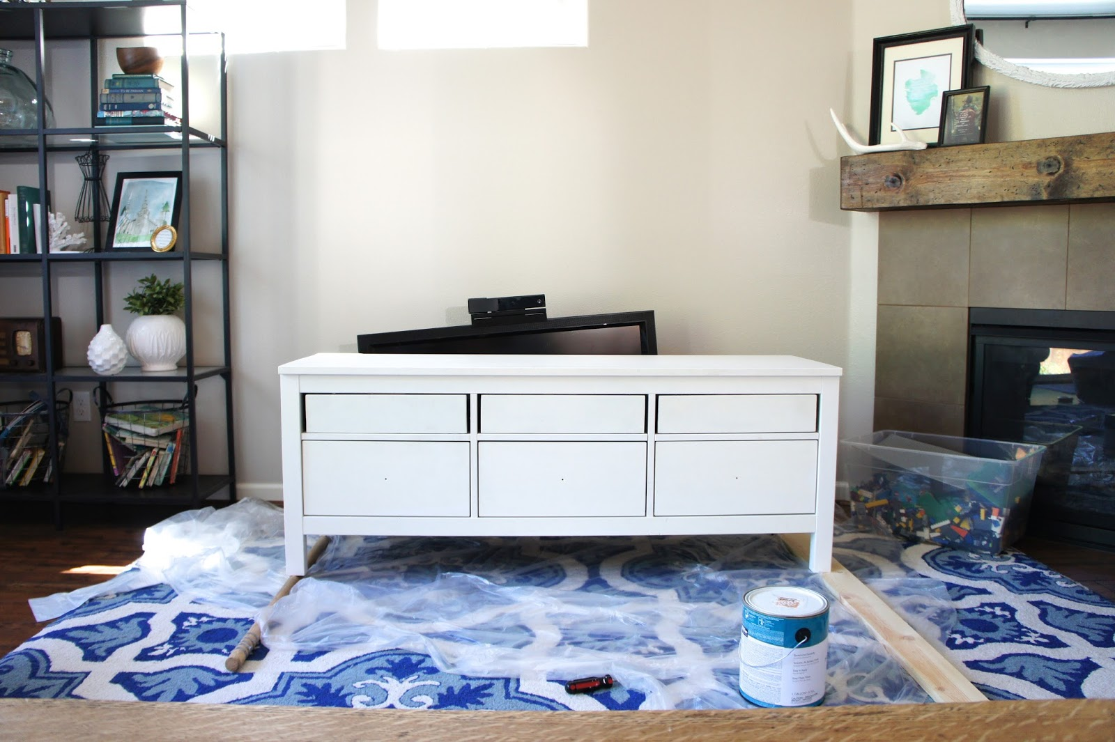 Pretty dubs ikea hemnes hack tv unit makeover for Mobiletti tv ikea