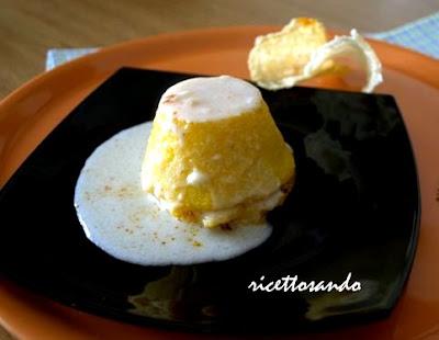 Timballini di polenta e ragù su salsa di parmigiano ricetta primi