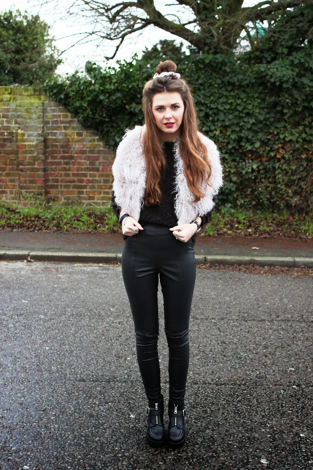 Black_leather_trousers_and_chunky_heels