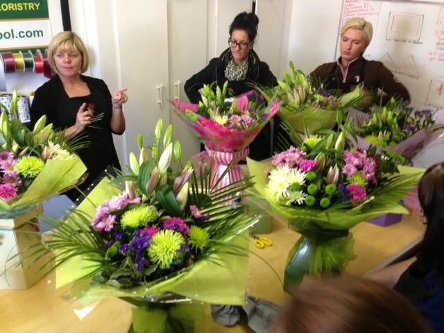 Kay\'s Flower School & Brooch Bouquet Training : Students Learn How ...