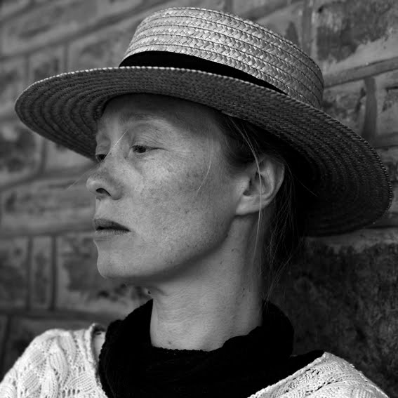 photo, portrait, femme au chapeau canotier, woman with straw boater hat, © dominique houcmant