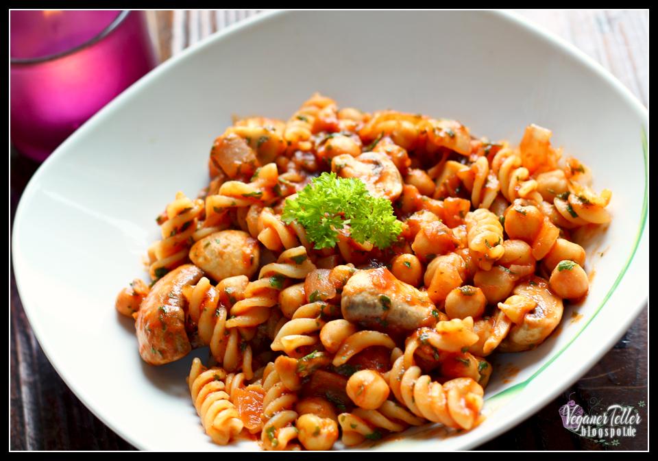 pasta in kichererbsen tomatensauce mit champignons vegan. Black Bedroom Furniture Sets. Home Design Ideas