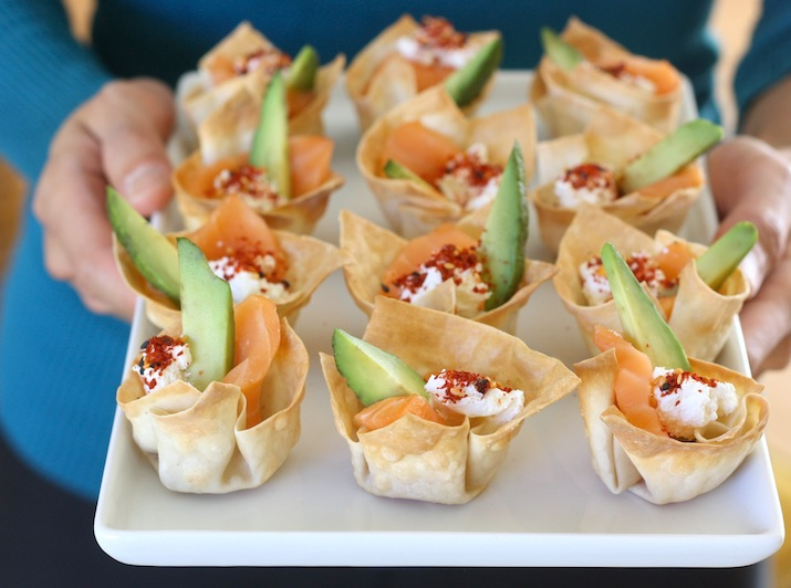 Sashimi Salmon Wonton Cups recipe by SeasonWithSpice.com