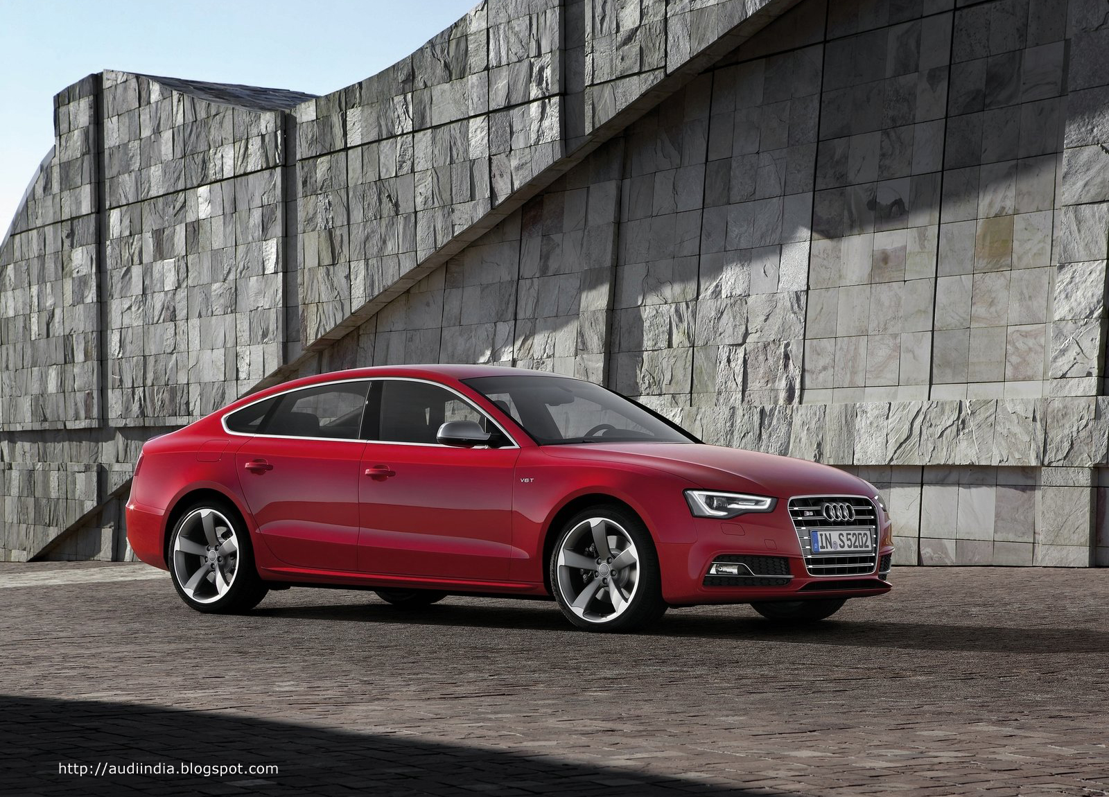 http://2.bp.blogspot.com/-5X4gPHM5h2M/TpbEZav18PI/AAAAAAAABoY/kp5vob9IF08/s1600/Audi-S5_Sportback_2012_1600x1200_wallpaper_02+copy.jpg