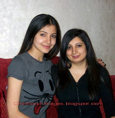 anushka+sharma+with+friend+pictures-childhood-images.blogspot.com{1}