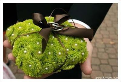 porta anillo flores verdes