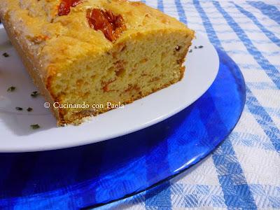 cake ai pomodorini ciliegino semi secco con pecorino e origano