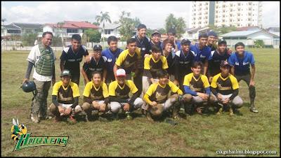 Hornets Pasukan Sofbol dari Kuching Sarawak bergambar kenangan dengan Bedok Singapura
