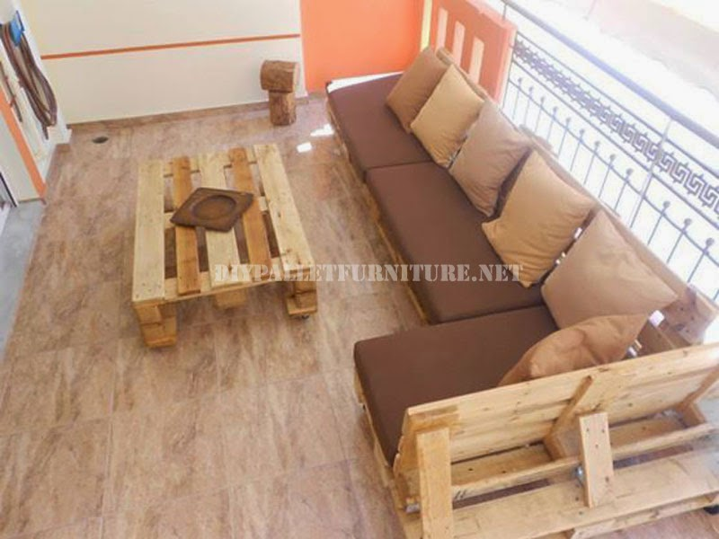 Sofa para terraza hecho con palets for Sofa de madera para terraza