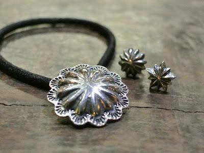 Dear Blossom repousse 髮帶和耳環