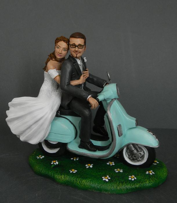 Matrimonio In Vespa : Orme magiche cake topper sposini su vespa