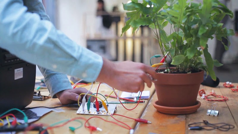 hacer música con instrumentos DIY