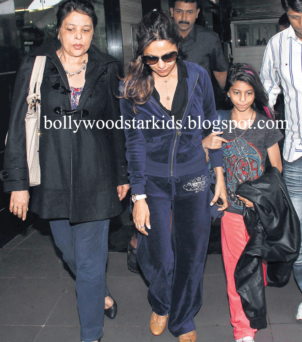 Khan's Daughter Suhana With Gauri Khan and SRK's Sister Shehnaz