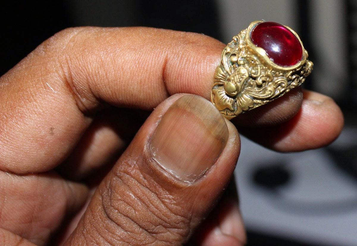 Cincin Batu Merah Majapahit