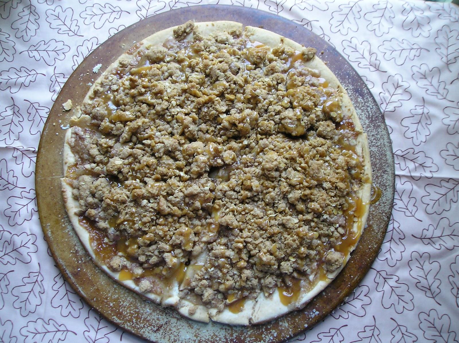 Caramel Apple Crisp Pizza ~ Edesia's Notebook