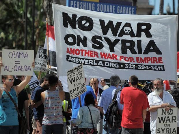 Americanos saem às ruas para protestar, e dizer que são contrários à intervenção militar na Síria.